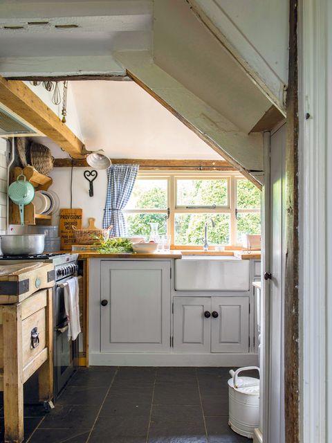 cocina campo con muebles de madera