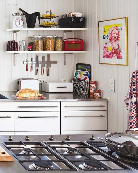 Gas stove, Room, Kitchen stove, Cooktop, Interior design, Kitchen appliance, Kitchen, Major appliance, Stove, Shelving,