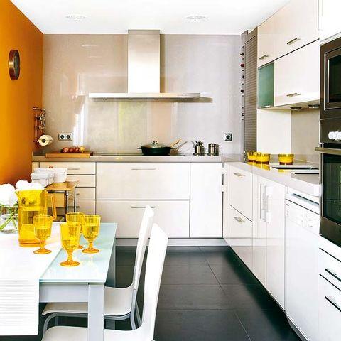 Claves para distribuir una cocina de planta rectangular for Como distribuir los muebles de cocina