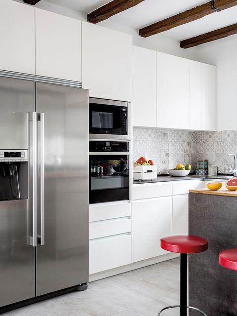 Countertop, Room, Kitchen, Furniture, Interior design, Property, Kitchen stove, Cabinetry, Building, Floor,
