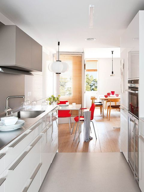 Room, Floor, Interior design, Wood, Flooring, White, Home, Ceiling, Table, Plumbing fixture,