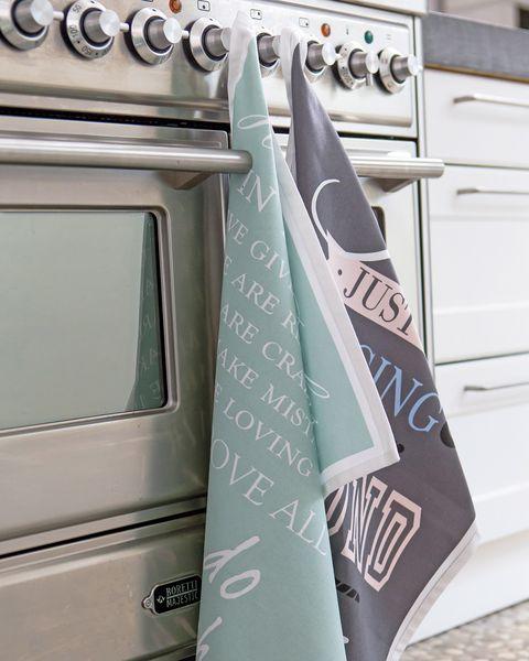 paños de cocina en el horno
