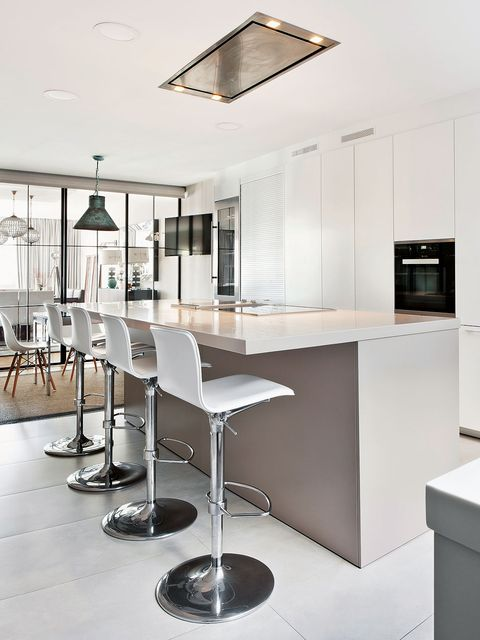 Floor, Room, Interior design, Property, Glass, Table, Flooring, Ceiling, Furniture, Light fixture,