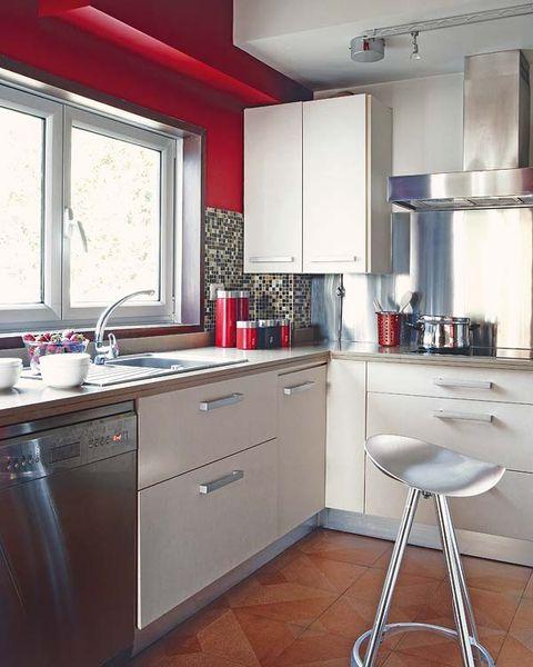 Una cocina moderna en rojo blanco y acero - Cocinas forma l ...
