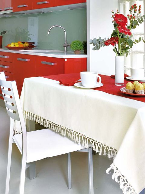 Tablecloth, Room, Interior design, Plumbing fixture, Countertop, Table, Tap, Interior design, Linens, Dishware,