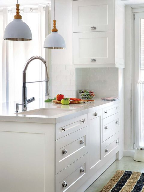 White, Furniture, Room, Cabinetry, Kitchen, Countertop, Property, Drawer, Chest of drawers, Floor,