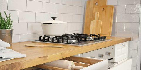 Wood, Room, Gas stove, Flowerpot, Cooktop, Kitchen stove, Floor, Stove, Kitchen, Countertop,
