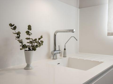 White, Tap, Bathroom, Room, Property, Plumbing fixture, Interior design, Wall, Tile, Sink,