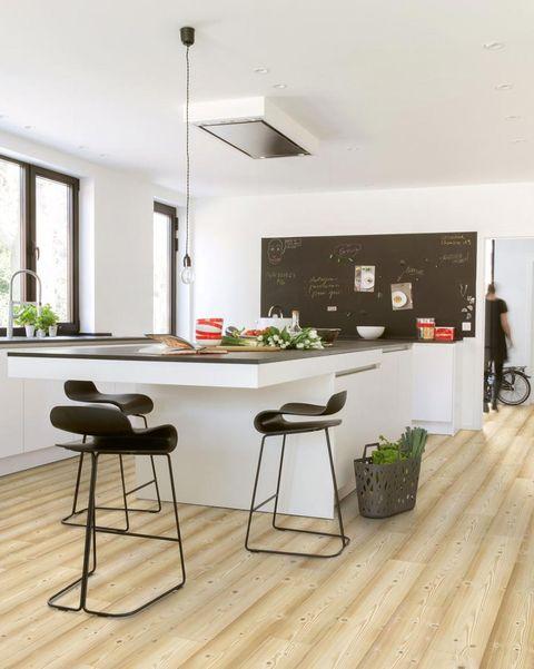 cocina moderna con gran isla central