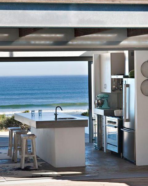 cocina en el porche con vistas a la playa