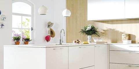Una cocina abierta, amplia y luminosa