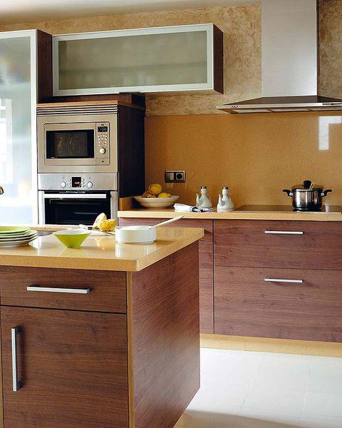 Cocinas con color combinar encimeras muebles y revestimientos - Muebles de cocina color wengue ...