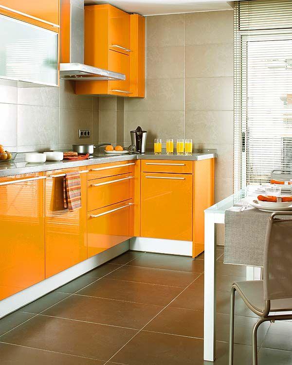 Cocinas con color: combinar encimeras, muebles y revestimientos