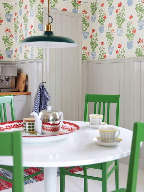 Serveware, Dishware, Room, Table, Furniture, Interior design, Tableware, Porcelain, Grey, Drinkware,
