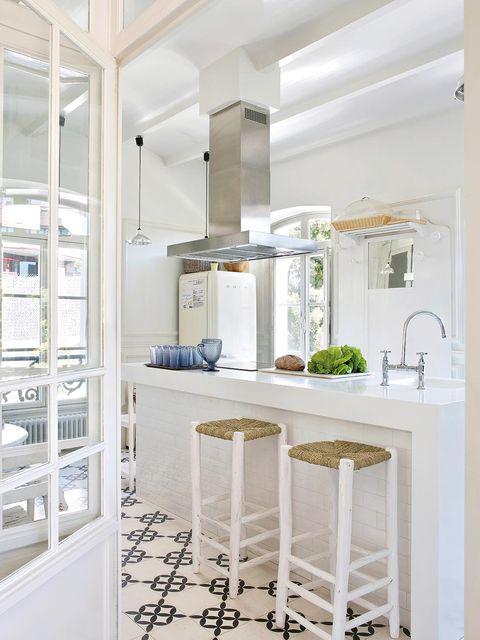 Floor, Room, Interior design, Property, Architecture, White, Ceiling, Flooring, Wall, Light fixture,