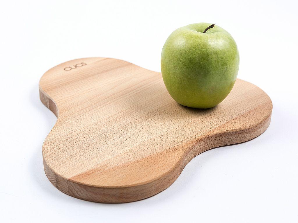 Una tabla de cocina con curvas