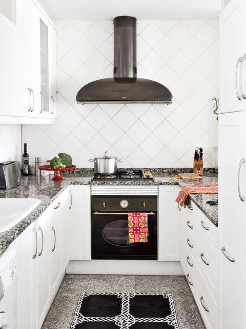 Room, Kitchen stove, White, Kitchen, Property, Furniture, Countertop, Tile, Interior design, Cabinetry,