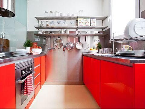 cocina en rojo y acero