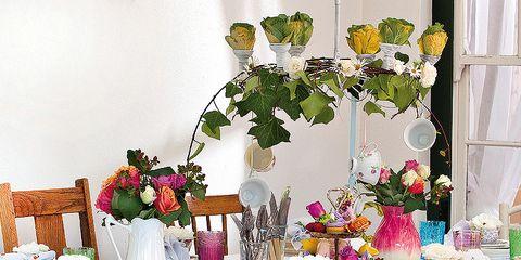 Tablecloth, Textile, Table, Flower, Linens, Furniture, Petal, Cut flowers, Floristry, Flower Arranging,