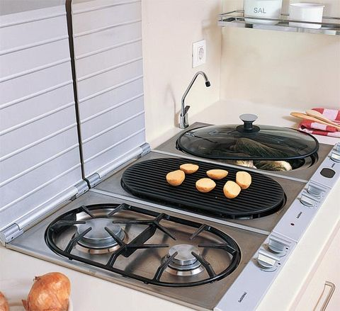Gas stove, Cooktop, Stove, Food, Major appliance, Kitchen stove, Kitchen appliance, Barbecue grill, Cooking, Cookware and bakeware,