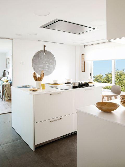 Cocina con isla en color blanco