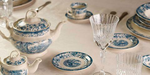 Serveware, Blue, Dishware, Porcelain, Blue and white porcelain, Green, Tableware, Drinkware, Textile, Plate,