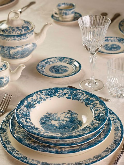 Serveware, Blue, Dishware, Porcelain, Green, Blue and white porcelain, Tableware, Plate, Drinkware, Glass,