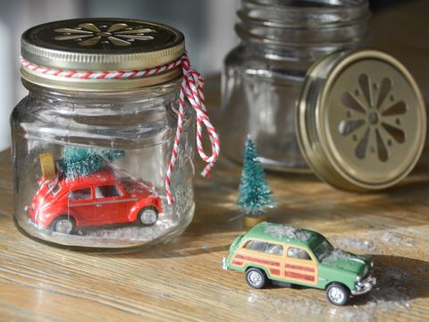Toy, Food storage containers, Rim, Baby toys, Toy vehicle, Mason jar, Model car, Scale model, Automotive wheel system, Lid,