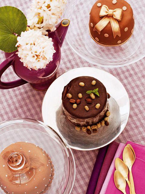 Food, Brown, Serveware, Cuisine, Sweetness, Dishware, Dessert, Baked goods, Dish, Chocolate,