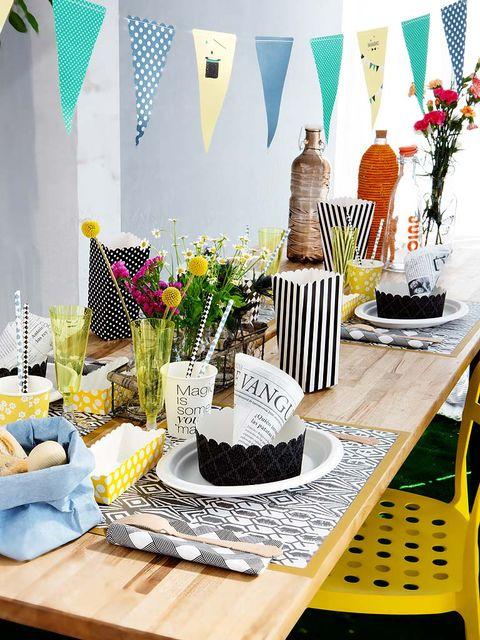 Table, Furniture, Interior design, Centrepiece, Home accessories, Flower Arranging, Vase, Bouquet, Floral design, Creative arts,