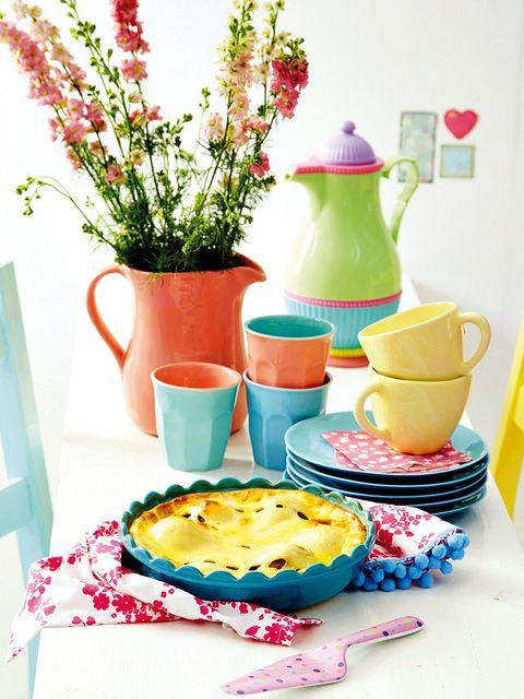 Serveware, Dishware, Flowerpot, Tableware, Baked goods, Ceramic, Porcelain, Plate, Recipe, Dessert,