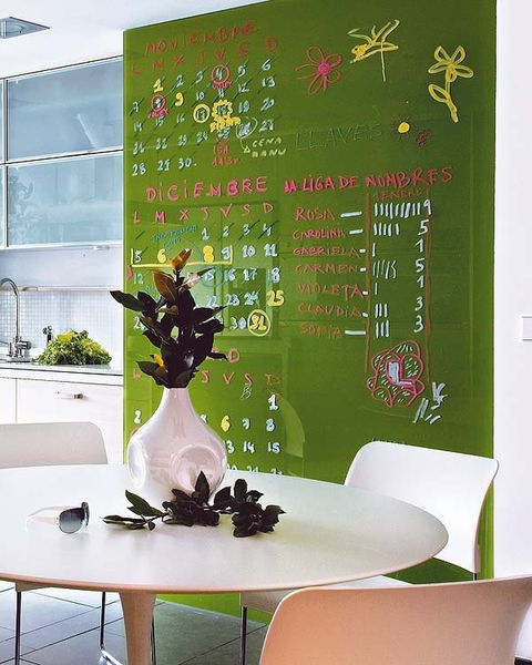 Table, Interior design, Room, Furniture, Interior design, Design, Vase, Houseplant, Blackboard, Centrepiece,