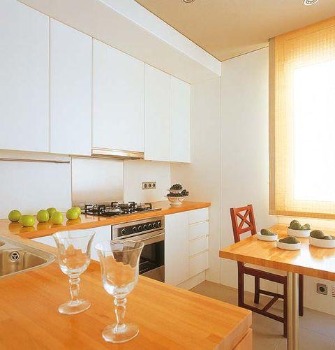 Room, Interior design, Glass, Table, Furniture, Serveware, Stemware, Ceiling, Floor, Interior design,