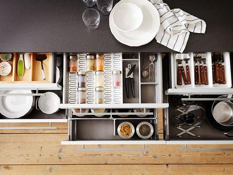 Serveware, Dishware, Still life photography, Plate, Porcelain, Kitchen utensil, Ceramic, Shelving, Silver, Classic,