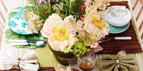 Serveware, Dishware, Tableware, Cuisine, Meal, Bouquet, Porcelain, Drink, Dish, Plate,
