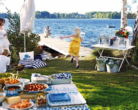 Cuisine, Dishware, Dish, Sharing, Vacation, Tablecloth, Meal, Outdoor table, Outdoor furniture, Buffet,