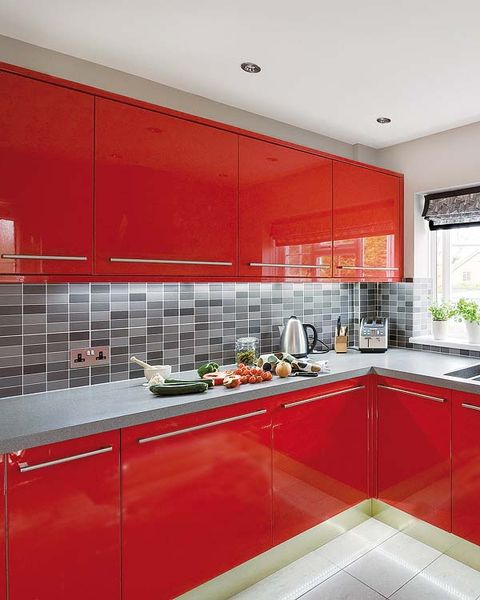 Una Cocina De 9 M2 En Rojo Y Acero - Cocinas-en-rojo