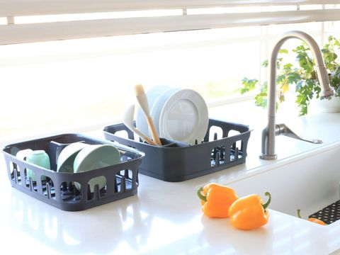 Plumbing fixture, Citrus, Orange, Fruit, Kitchen utensil, Bowl, Dishware, Tangelo, Mandarin orange, Serveware,