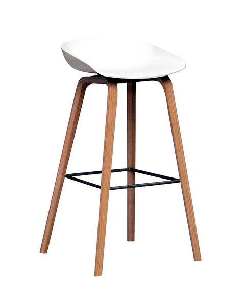 taburete con asiento en polipropileno y estructura en roble natural