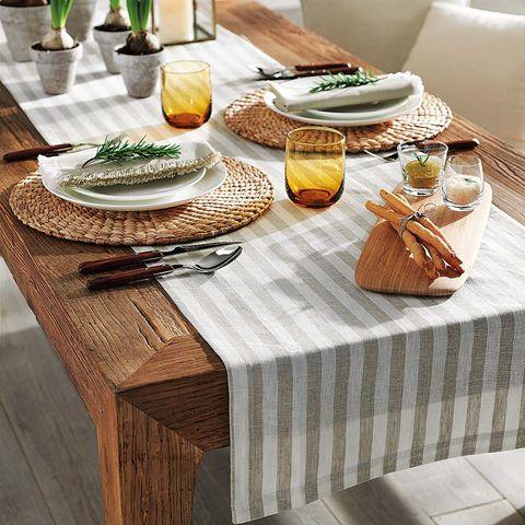 camino de mesa de rayas y manteles individuales de fibras