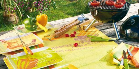 Meal, Flowerpot, Bowl, Paint, Cookware and bakeware, Kitchen utensil, Red wine, Platter,