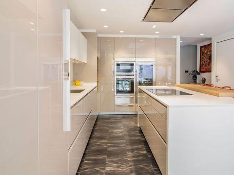 Floor, Room, Interior design, Flooring, Plumbing fixture, Property, Architecture, White, Kitchen sink, Glass,