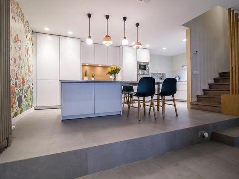 Lighting, Floor, Interior design, Flooring, Property, Room, Ceiling, Wall, Light fixture, Interior design,