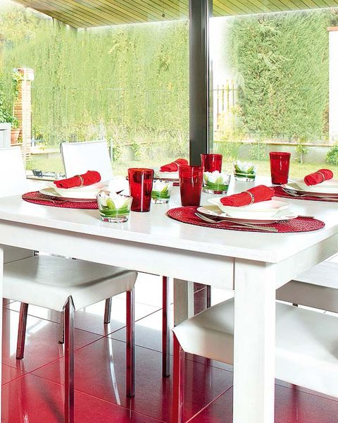 Red, Table, Maroon, Design, Coquelicot, Serveware, Outdoor table, Kitchen & dining room table,