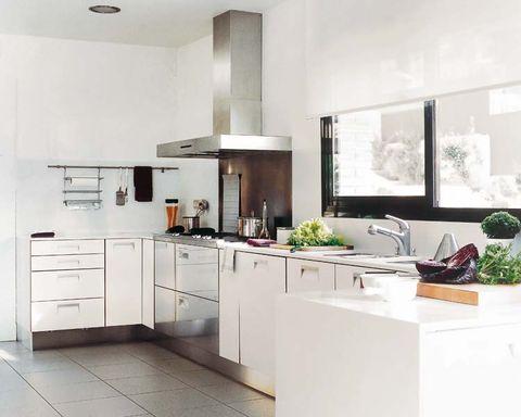 Room, Interior design, Property, Floor, Kitchen appliance, Major appliance, Flooring, Cupboard, Cabinetry, Kitchen,