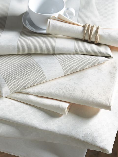 Dishware, Textile, Serveware, White, Linens, Home accessories, Cup, Beige, Coffee cup, Napkin,