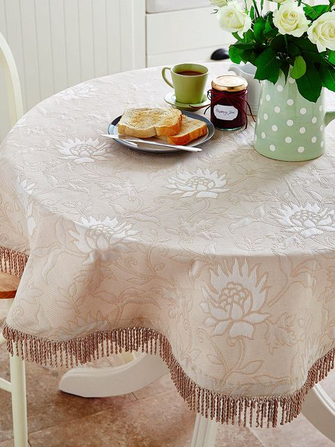 Tablecloth, Serveware, Dishware, Textile, Table, Furniture, Linens, Cuisine, Coffee cup, Cup,