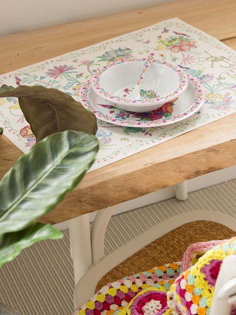 Dishware, Serveware, Textile, Leaf, Table, Tablecloth, Linens, Home accessories, Porcelain, Creative arts,