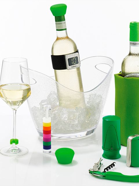 Fluid, Liquid, Drinkware, Glass, Glass bottle, Drink, Bottle, Green, Alcohol, Barware,