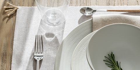 Serveware, Dishware, Tablecloth, Tableware, Linens, Cutlery, Plate, Kitchen utensil, Home accessories, Fork,